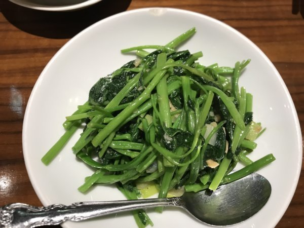 チンタンタンの季節の青菜塩炒め